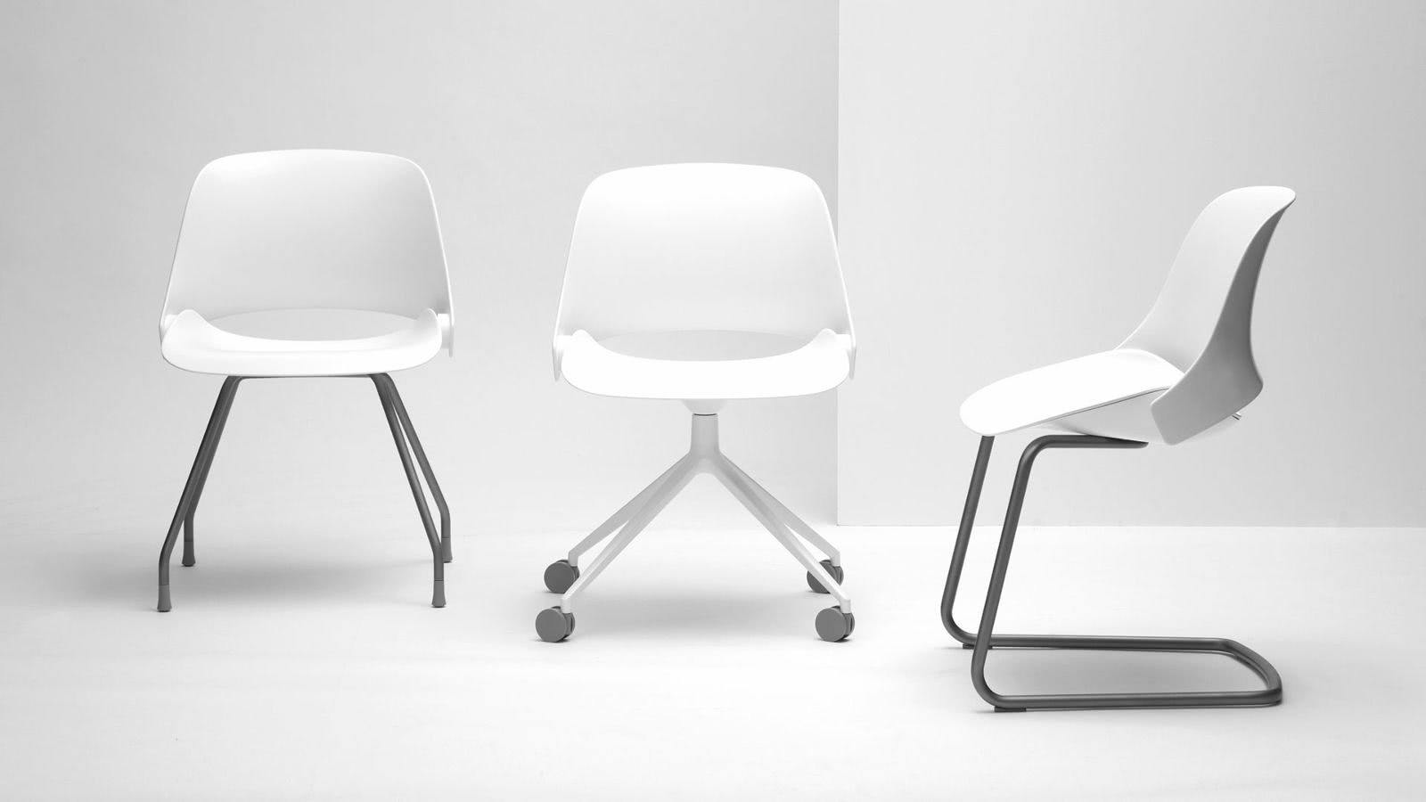 out moves recline humanscale with when place headrest s uplift chair the sensitive into desk of and freedom position you